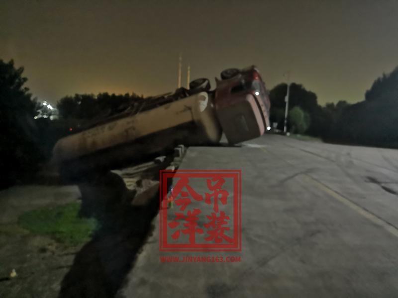 交通施救(关闭远光,减速错车)